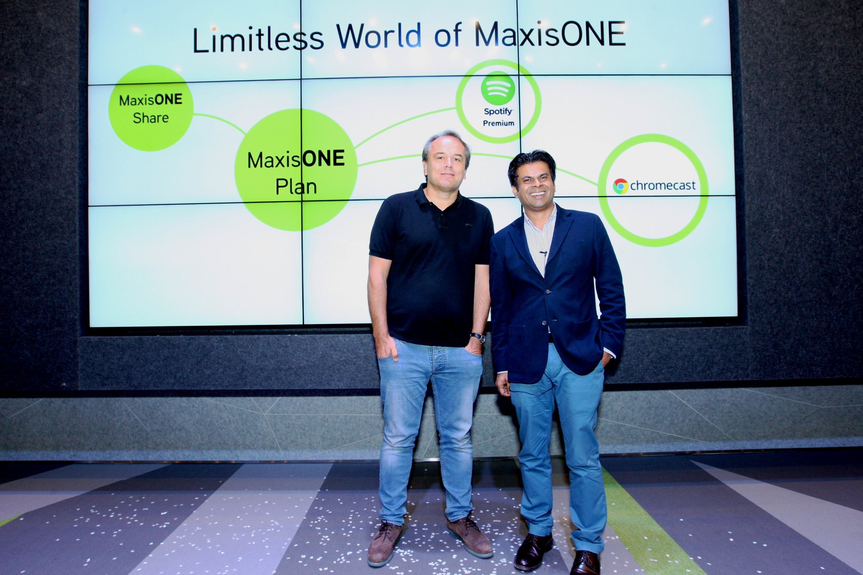 Morten Lundal, Maxis' Chief Executive Officer (left) and Dushyan Vaithiyanathan, Maxis' Head of Consumer Business (right), at the Limitless World of MaxisONE showcase event held at Menara Maxis earlier today.